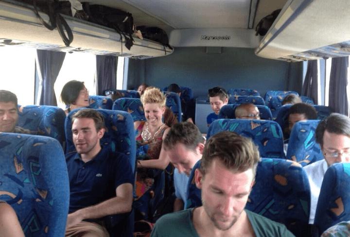 40 Tech-Freaks entwickeln Apps auf Afrika-Bustour