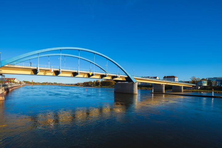 Venture Across baut Brücken über die Frankfurter Oder