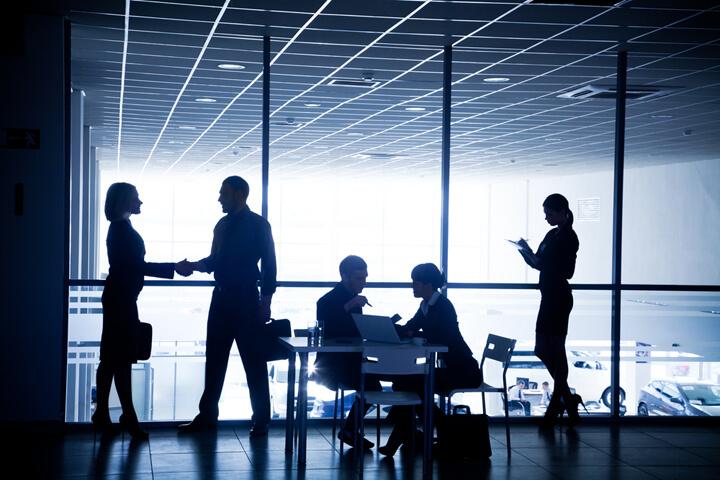 So pitcht man mit Köpfchen und Know-How um Konzerne