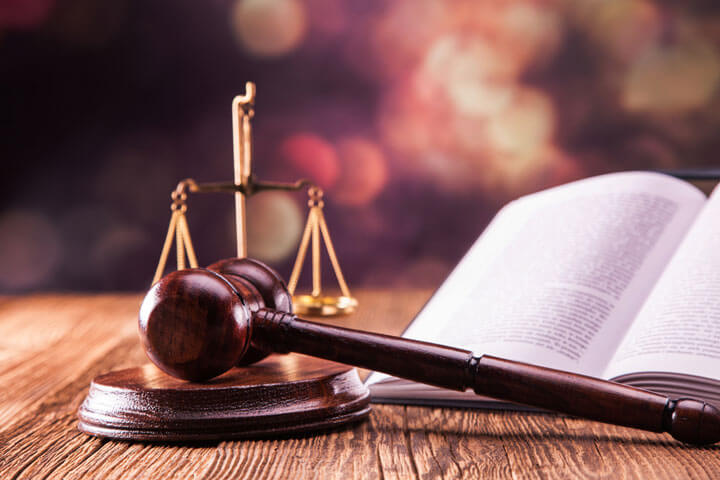 Zwei Gründer vermitteln Rechtsberatung zum Nulltarif