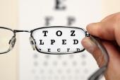 Weiterer Angriff auf Fielmann: Brille24 kauft Lensspirit