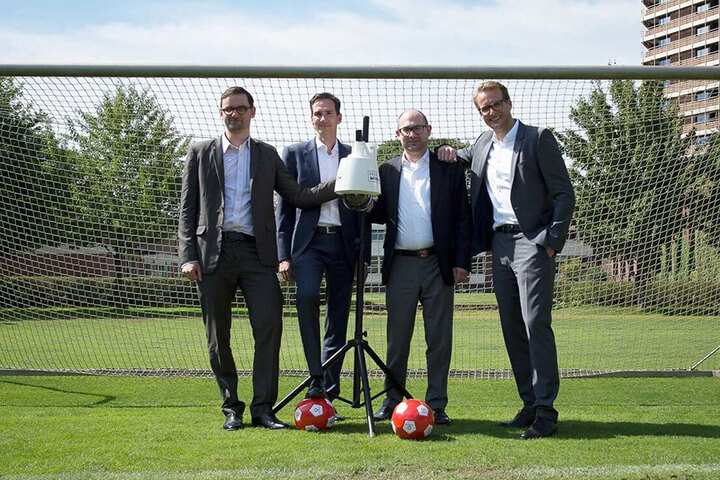 adesso sichert sich 30 % an soccerwatch.tv