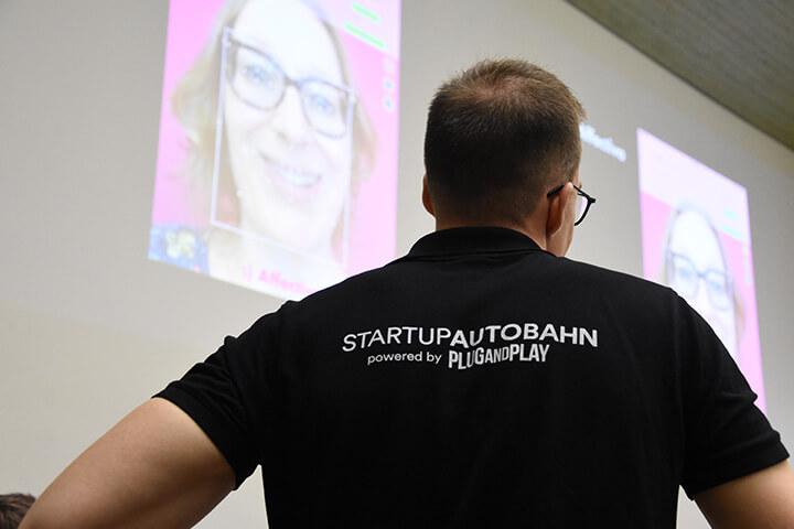 Vollgas! 34 Startups rasen auf die Startup Autobahn