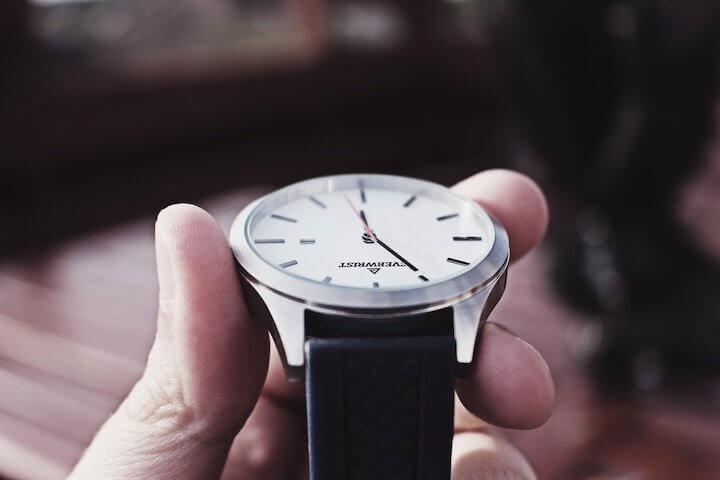 #EXKLUSIV – Berliner Uhren-Startup sichert sich Investition – Alle Deals des Tages