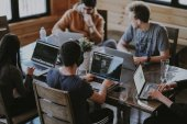 Heise Medien beteiligt sich an Wiener HR-Plattform – Alle Deals des Tages
