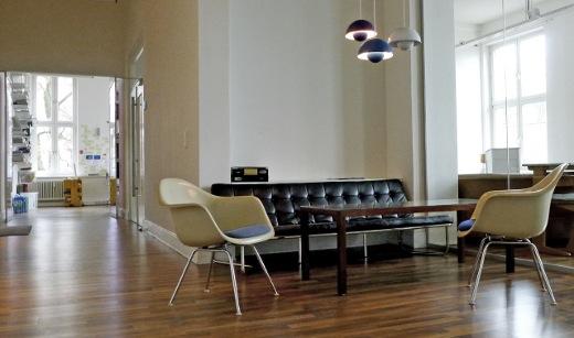 Mit wenig Geld zum Start-up-Wohlfühlbüro: Mai-Britt Mikolajewicz richtet Büros mit Vintage-Möbeln ein