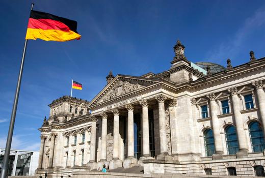 OMG! Jetzt drehen alle durch! Mark Zuckerberg wurde im Berliner Reichstag gesichtet!