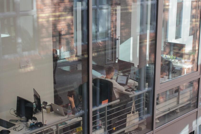 Digitale Leute - Thomas Unruh - Lesara - Das Büro von Lesara in Berlin erstreckt sich auf mehrere Etagen. Hier ein Blick von außen.