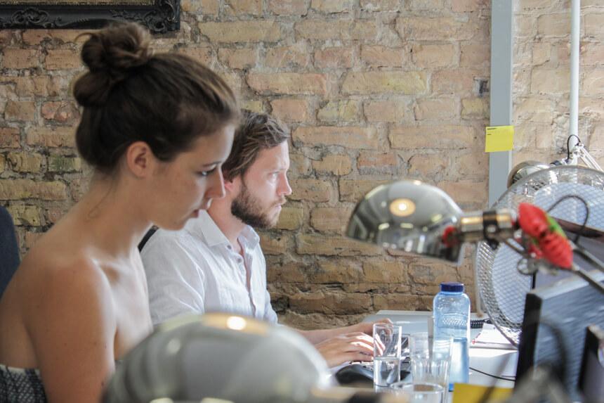 Digitale Leute - Hagen Wolf - Secret Escapes - Hagen sitzt neben René, die für die Benelux-Region zuständig ist.