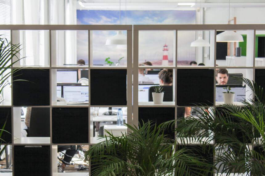 Digitale Leute - Hagen Wolf - Secret Escapes - Manchmal tut es auch ein Ikea-regal als Raumtrenner.