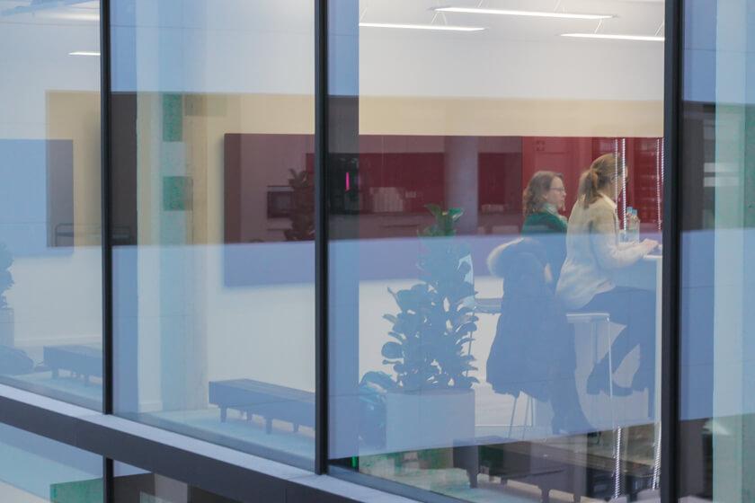 Digitale Leute - Tobias Röver - Microsoft - Viel Glas ermöglicht auch mal den Blick hinter die Kulisse des Konzerns.