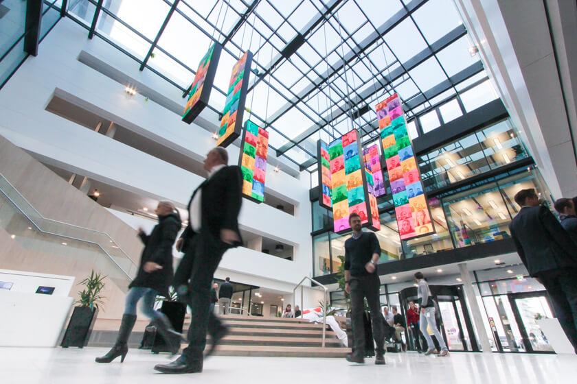 Digitale Leute - Tobias Röver - Microsoft - Das Foyer war bei unserem Besuch sehr belebt.