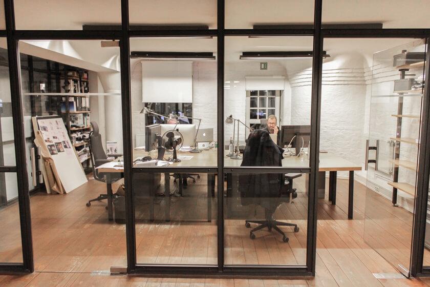 Digitale Leute - Bastian Scherbeck - Kolle Rebbe - Bastian in seinem Büro auf dem dritten Boden.