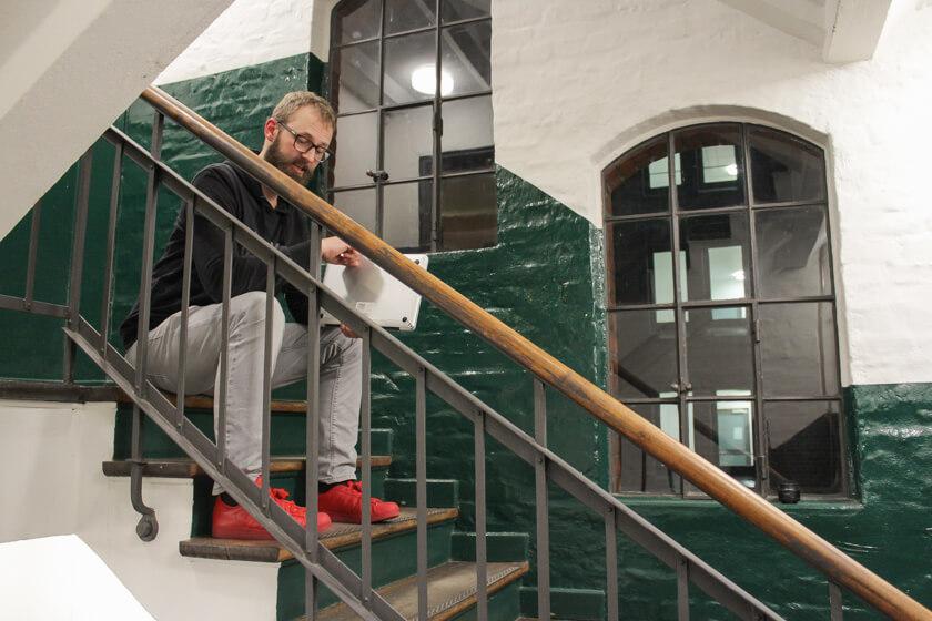 Digitale Leute - Bastian Scherbeck - Kolle Rebbe - Für unser Shooting ist es eigentlich schon zu spät, aber Bastian nimmt sich Zeit für uns.