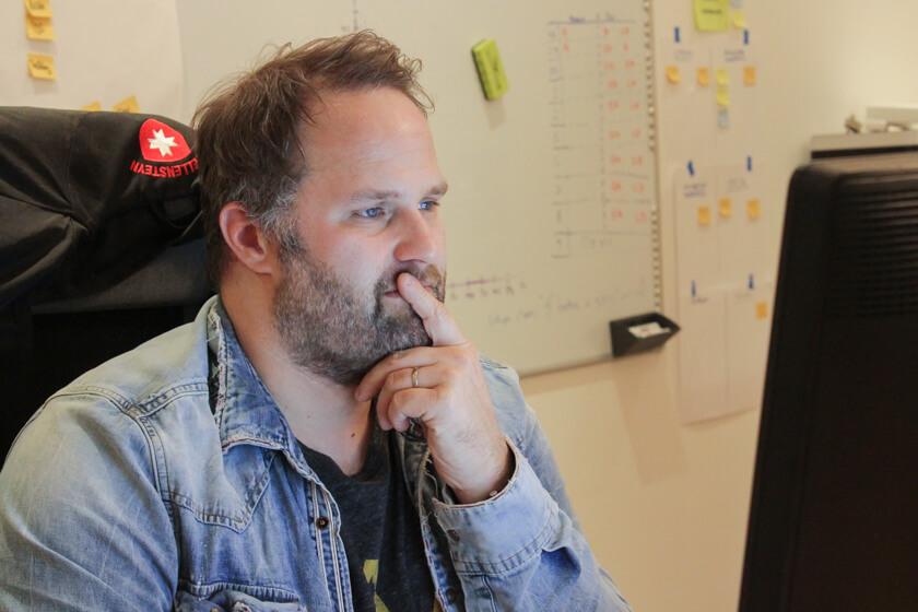 Digitale Leute - Sebastian Hoop - CollectAI - Sebastian ist erst seit acht Wochen bei Collectt AI, als wir ihn besuchen.