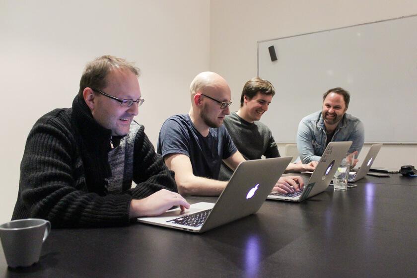 Digitale Leute - Sebastian Hoop - CollectAI - Sebastian Hoop fühlt sich durch intelligentere Menschen inspiriert. Dies ist keine Text-Bild-Schere.