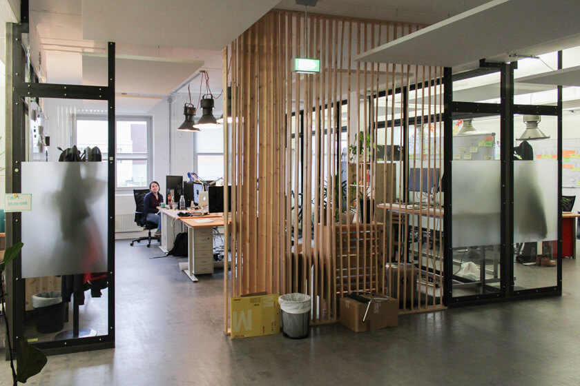 Digitale Leute - Ingo Ellerbusch - Jimdo - Das helle und offene Office von Jimdo, hier das Marketing Design Team.