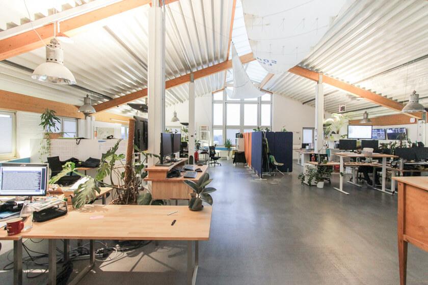 Digitale Leute - Ingo Ellerbusch - Jimdo - So vielfältig wie die Teams bei Jimdo sind, so vielfältig sind auch die Team-Büros und Spaces.