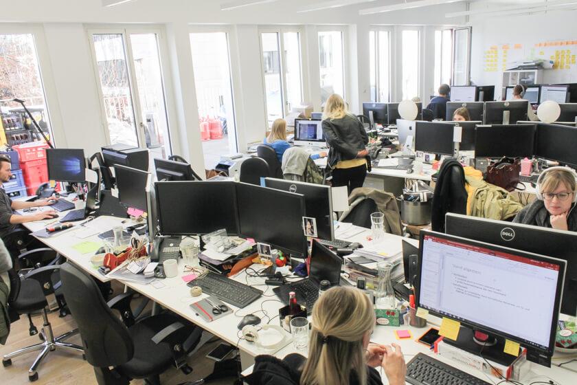 Digitale Leute - Sandro Gießl - eGym - Auch in diesem Büro von eGym wird jeder Platz genutzt.