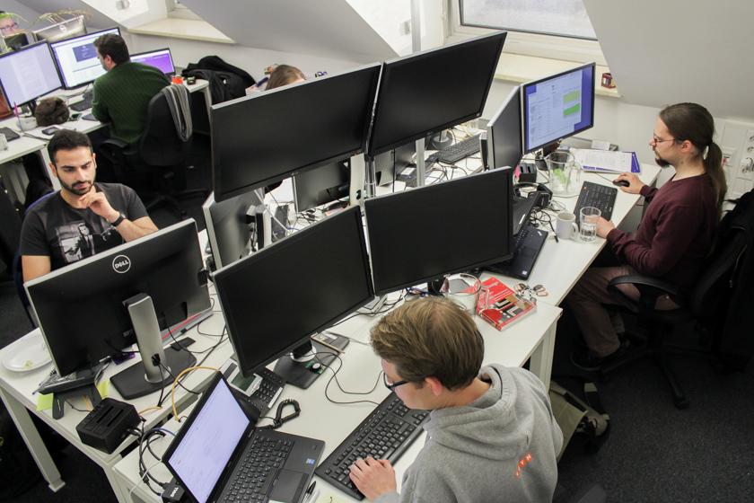 Digitale Leute - Sandro Gießl - eGym - Das Office von Sandros Team sitzt direkt unter dem Dach.