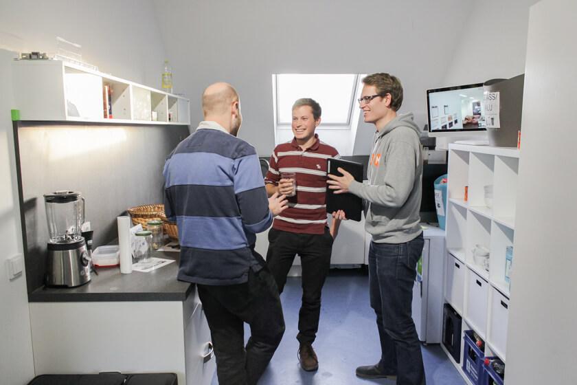 Digitale Leute - Sandro Gießl - eGym - In der Küche ist der Ort zum Unterhalten und sich austauschen. Hier haben wir auch das Interview geführt.