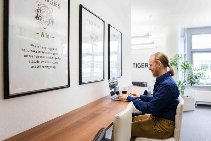Digitale Leute - Bjarke Walling - Book A Tiger - Im Berliner Office gibt es verschiedene Möglichkeiten zu arbeiten.
