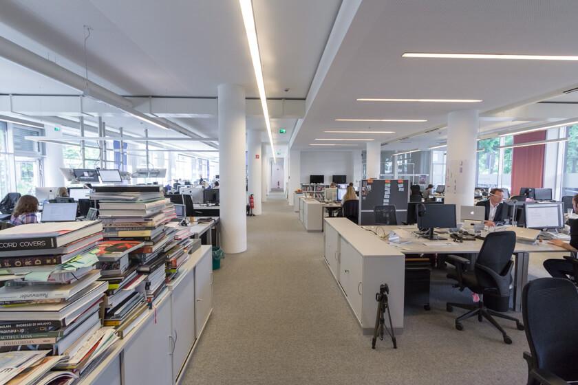 Digitale Leute - Michael Schultheiß - Zeit Online - Die Redaktion von Zeit Online befindet sich in Berlin Kreuzberg und besteht auss einem Großraumbüro.