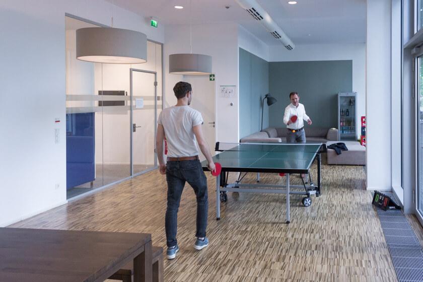 Digitale Leute - Michael Schultheiß - Zeit Online - In der Kantine bei Zeit Online steht auch eine Tischtennisplatte, die nicht selten genutzt wird.