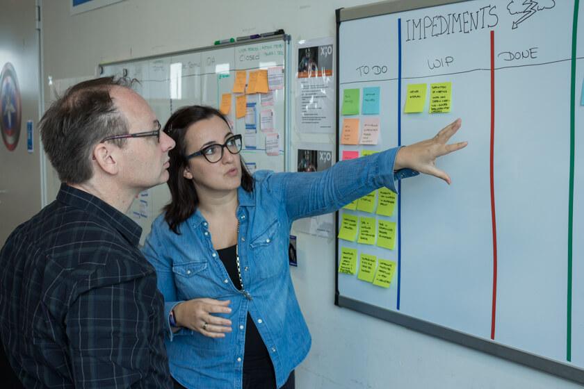 Digitale Leute - Nadia Vinciguerra - ecx.io - Als Scrum Master versucht Nadia Vinciguerra impediments aus dem Weg zu räumen.