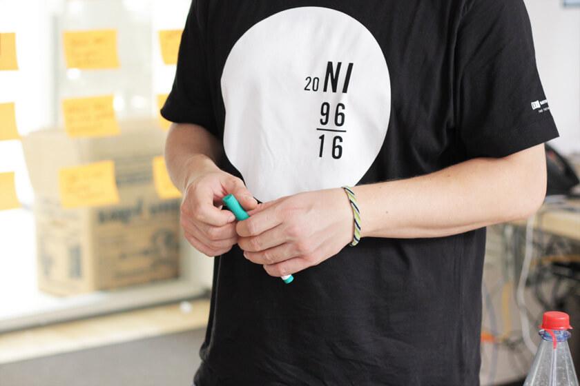Digitale Leute - Steffen Dierolf - Native Instruments - Steffens Hände halten einen Stift