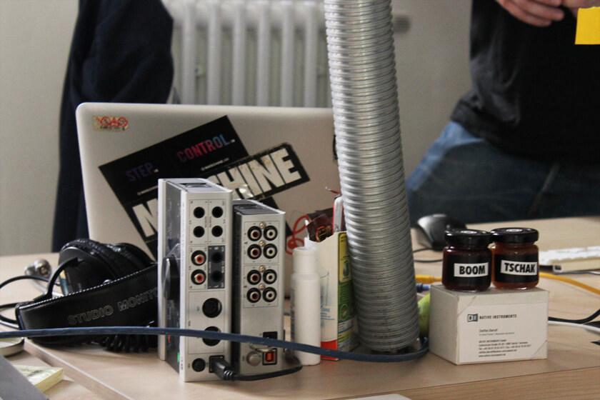 Digitale Leute - Steffen Dierolf - Native Instruments - Steffens Arbeitsplatz in seinem Büro