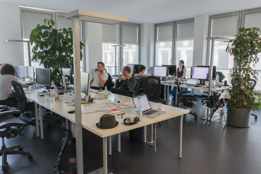 Digitale Leute - Marimar Hollenbach - Project A - Alle Etagen im Gebäude von Project A sind gut gefüllt.
