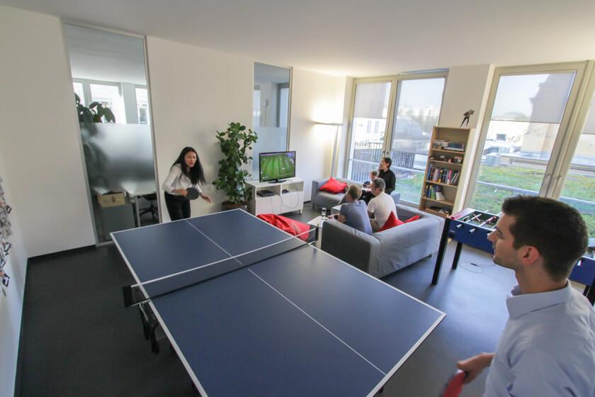 Digitale Leute - Marimar Hollenbach - Project A - Tischtennis, Playstation und Tischkicker. Jeder kommt auf seine Kosten.