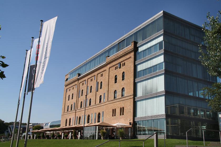 Digitale Leute - Michael Stache - Scanbot - Ein historisches Gebäude modern erweitert.