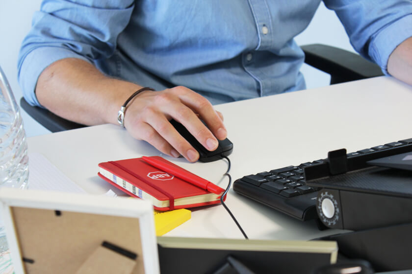 Digitale Leute - Christian Dommers - Eyeo GmbH - So sieht Dommers Schreibtisch aus