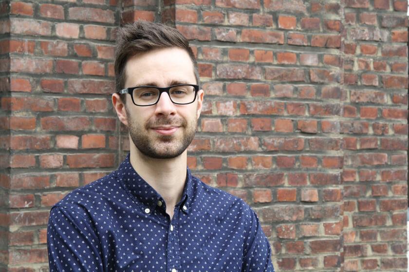 Inside Grandcentrix – Timo Joosten – iOS Developer  - Timo vor dem Gebäude