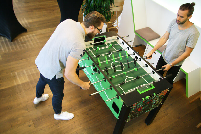 Digitale Leute - Simon Mader - Der kreative Facebook Marketing Manager - Ohne Tischkicker geht nix!