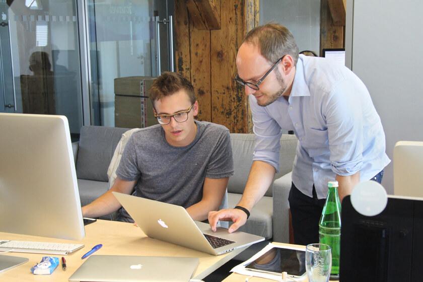 Digitale Leute - Michael Stache - Scanbot - Besprechung mit Kollegen