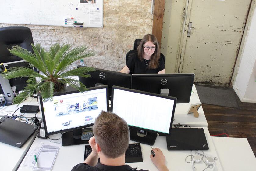 Digitale Leute - Magdalena Mues - Performics - Maggie an ihrem Arbeitsplatz.