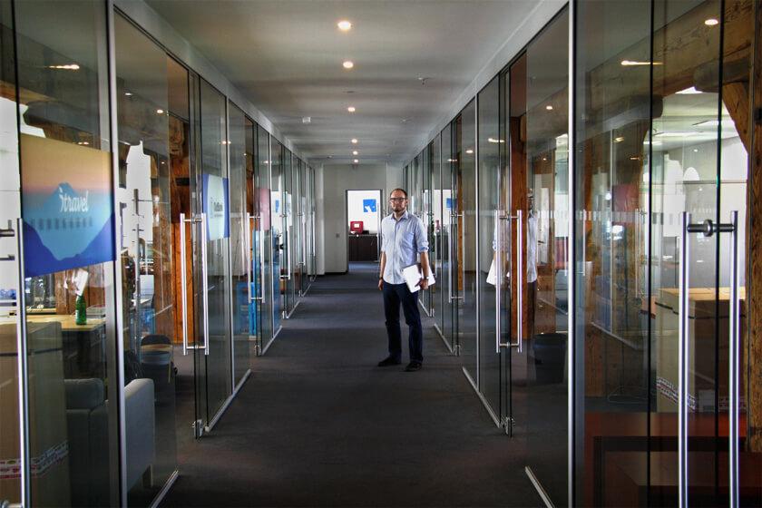 Digitale Leute - Michael Stache - Scanbot - Von allen Seiten Licht im Scanbot Büro