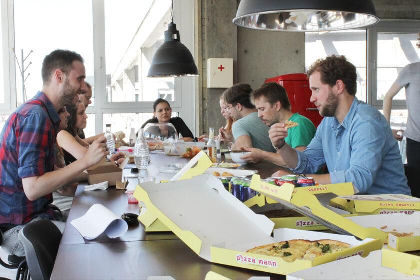 Digitale Leute - Christian Dommers - Eyeo GmbH - Christian Dommers im Gespräch während der Mittagspause