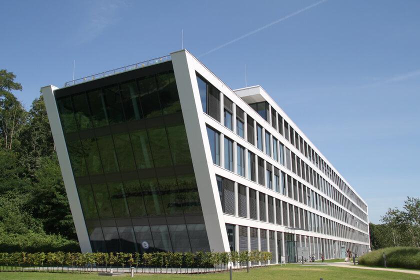 Digitale Leute - Hendrik Neumann - Chefkoch - Das Gebäude vom Büro soll ein Schiff darstellen