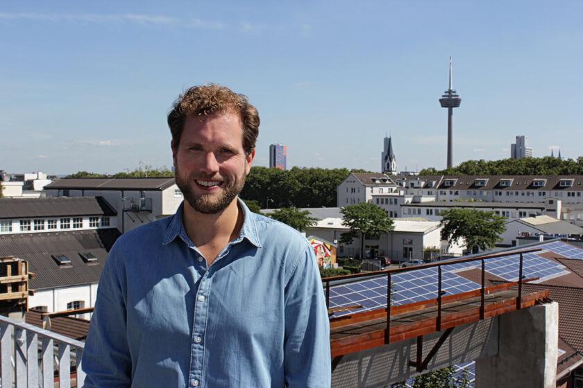 Digitale Leute - Christian Dommers - Eyeo GmbH - Christian Dommers Portrait mit Fernsehturm Colonius in Köln