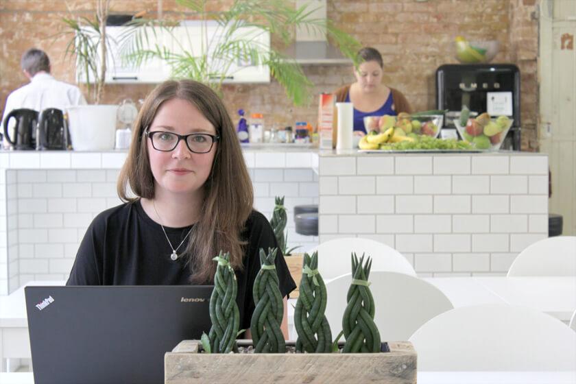 Digitale Leute - Magdalena Mues - Performics - In der Küche trifft man sich zur Mittagszeit, aber auch sonst.