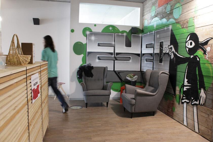 Digitale Leute - Christian Dommers - Eyeo GmbH - Grafitti im neuen Eyeo Büro in Köln Ehrenfeld