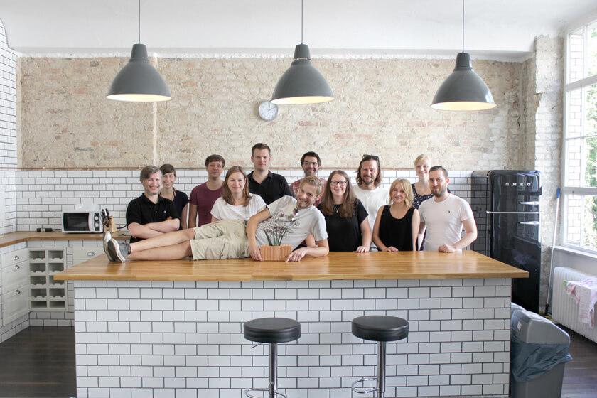 Digitale Leute - Magdalena Mues - Performics - Maggies Abteilung in der Küche. Ein Gruppenfoto!