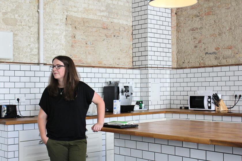 Digitale Leute - Magdalena Mues - Performics - Maggie in der Küche.