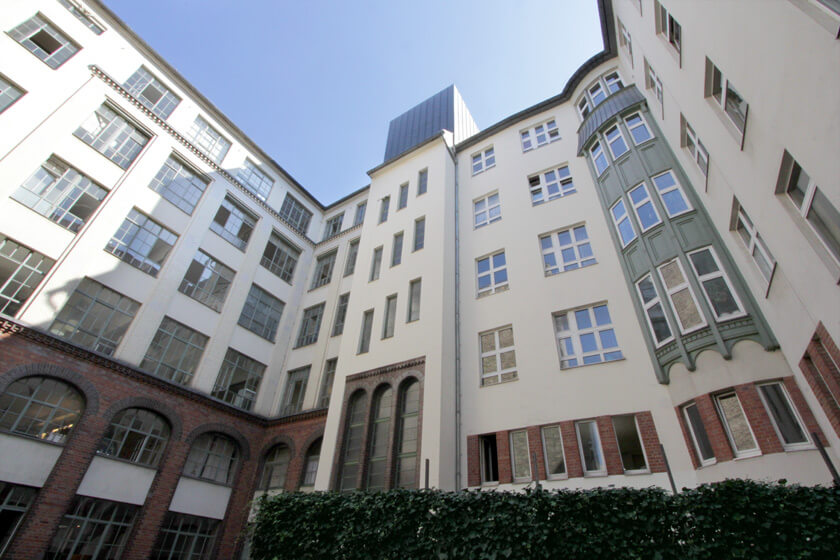 Digitale Leute - Magdalena Mues - Performics - Der Innehof des Berliner Office.