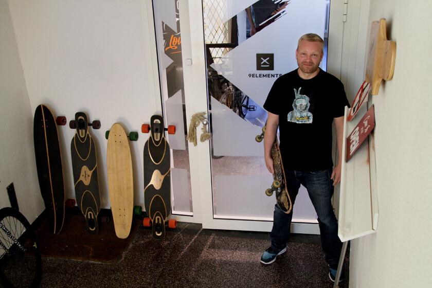 Digitale Leute - Sebastian Deutsch - 9elements - Bei 9lements ist ein Skateboard inklusive