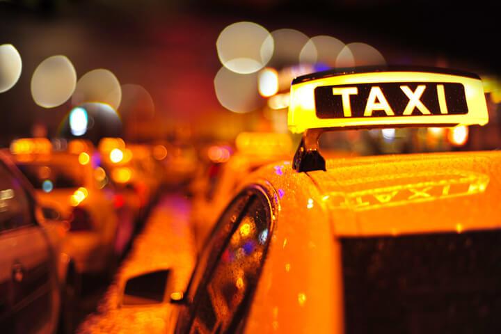 Daimler übernimmt mytaxi und Ridescout